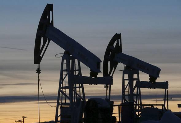 Harga minyak mentah AS jatuh 306 peratus untuk kontrak penghantaran pada Mei. -Gambar fail/Reuters | Astro Awani