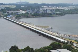 90 peratus kes dari luar Singapura tiada simptom ketika lalu sempadan