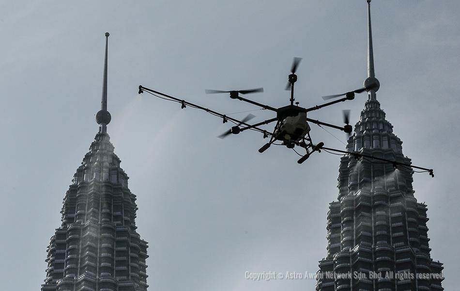 Teknologi dron turut digunakan oleh Pihak Berkuasa Tempatan (PBT) dalam melakukan proses nyahcemar di sekitar Kampung Baru, Kuala Lumpur.