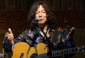 "Penyanyi asal ""I Love Rock 'N' Roll"" meninggal dunia akibat COVID-19"