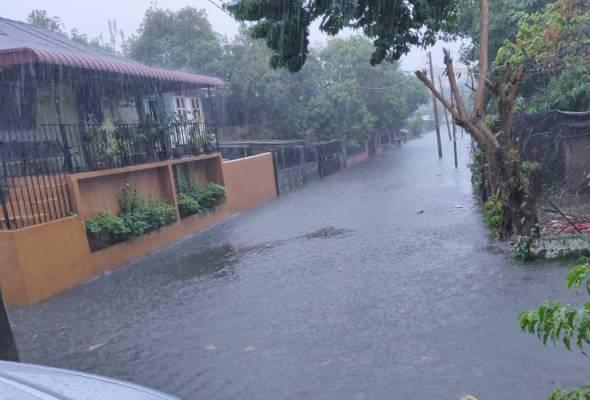 Hujan lebat, empat kawasan di George Town dinaiki air
