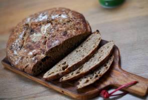 COVID-19: Rakyat Britain 'pulun' buat roti, kilang tepung terima tempahan mendadak