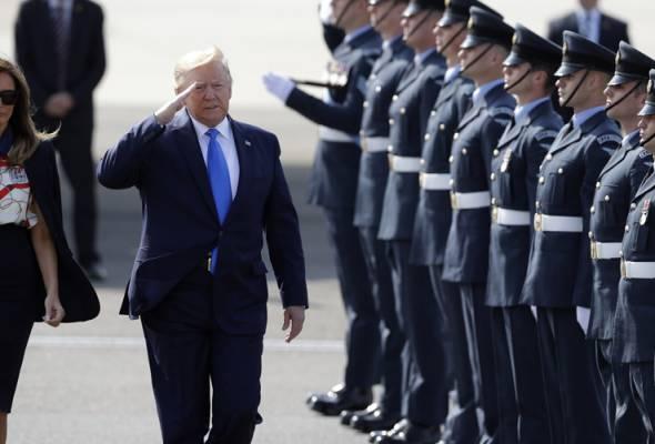 Pengiring elit Trump disahkan positif COVID-19 | Astro Awani