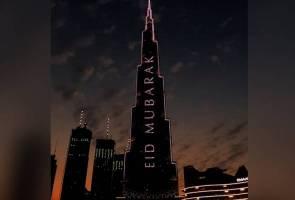 Bangunan tertinggi dunia bergemerlapan disinari ucapan 'Eid Mubarak'
