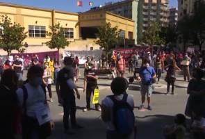 Protes gesa sekolah dibuka di Itali