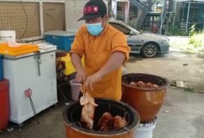 Ayam madu tempayan dengan ramuan gula apong dapat sambutan di Sibu 2