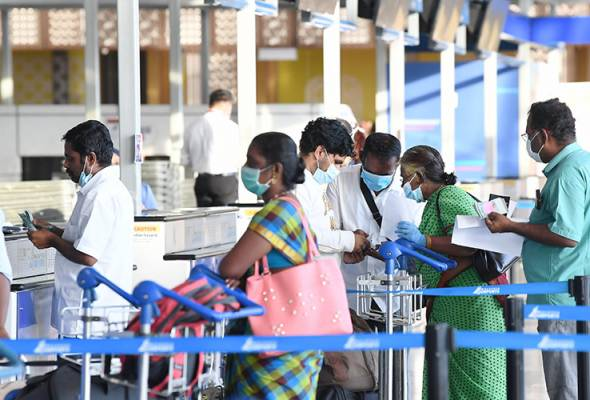 Some of the Indian nationals who were stranded in Malaysia went back home on the first repatriation flight from Kuala Lumpur to Tiruchirappalli in Tamil Nadu last night. --fotoBERNAMA | Astro Awani