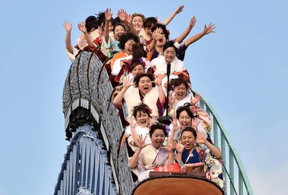 COVID-19: Tak boleh jerit naik roller coaster, 'hantu' jaga jarak sosial di taman tema Jepun