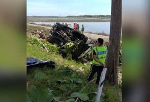 Kelindan maut, pemandu lori parah dalam kemalangan dipercayai akibat mengantuk