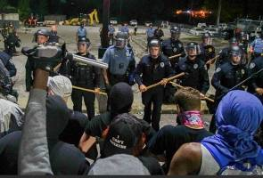 Los Angeles county extends curfew as George Floyd protests continue