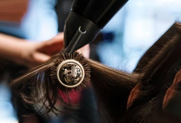 Kementerian Kesihatan akan memantau pematuhan SOP apabila sektor gunting rambut dibenarkan beroperasi pada 10 Jun ini. - Gambar hiasan/https://www.pexels.com | Astro Awani