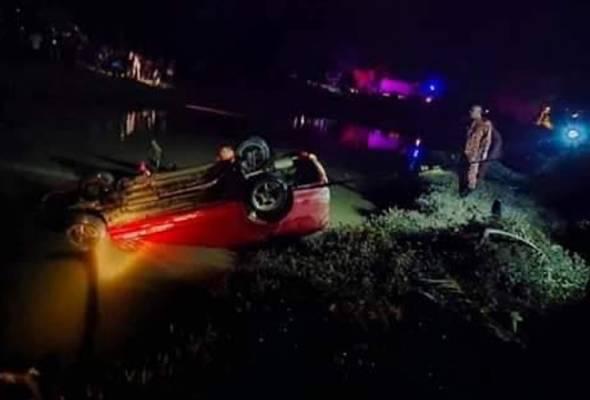 Dua maut kereta terjunam dalam sungai