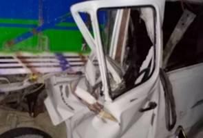 12 maut van dipandu laju rempuh trak di Nepal