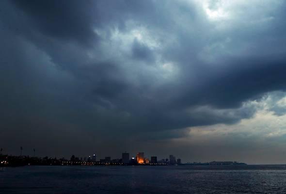 Taufan Nisarga mula membadai Mumbai