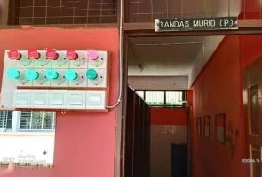 Tandas 'traffic light' inisiatif amalkan penjarakan sosial di sekolah
