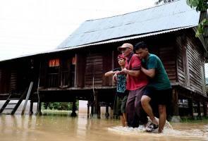 Heavy rain causes flash floods around the country