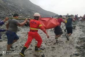 At least 113 killed as Myanmar jade mine collapse buries workers