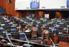 HAZMAT giat jalankan operasi sanitasi di Parlimen