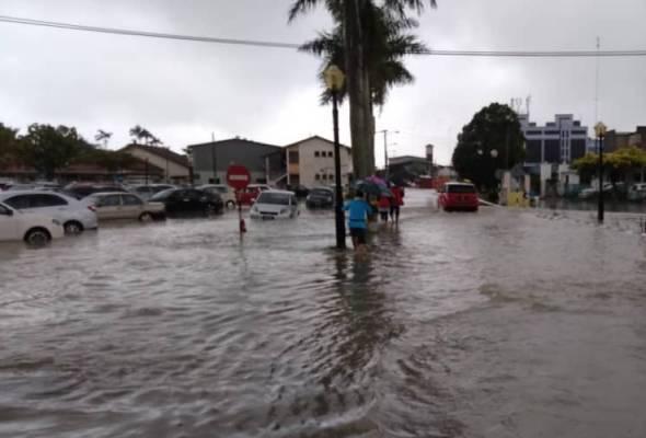 Hujan lebat akibatkan banjir kilat di beberapa kawasan di seluruh negara