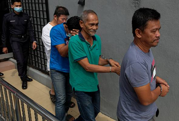 All the accused were detained in a special operation dubbed Ops Benteng conducted by the Perak police team to combat the smuggling of illegal immigrants beginning April 4. - Pic BERNAMA   Astro Awani