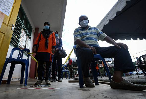 Abd Jalil said after the results had been announced, 250 police personnel would be placed in Chini for 24 hours to control the current situation. -Bernama | Astro Awani