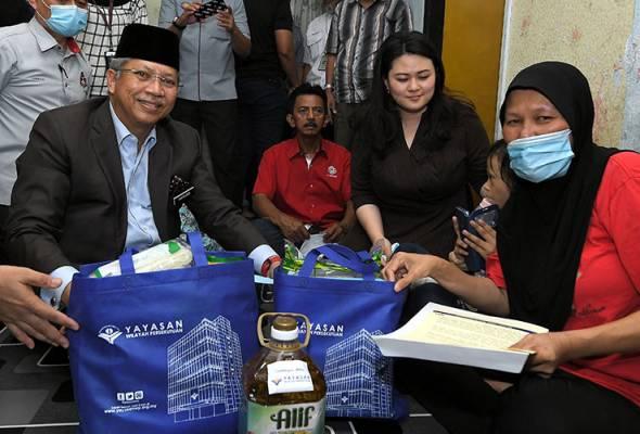 BN mengalu-alukan penyertaan semula Salleh ke dalam UMNO - Annuar Musa
