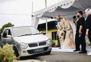 Drive-thru wedding reception in Kluang becomes a hit among netizens
