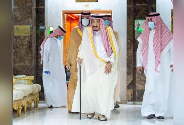 Raja Salman meninggalkan Hospital King Faisal selepas menjalani pembedahan di Riyadh, Arab Saudi, 30 Julai, 2020. REUTERS | Astro Awani