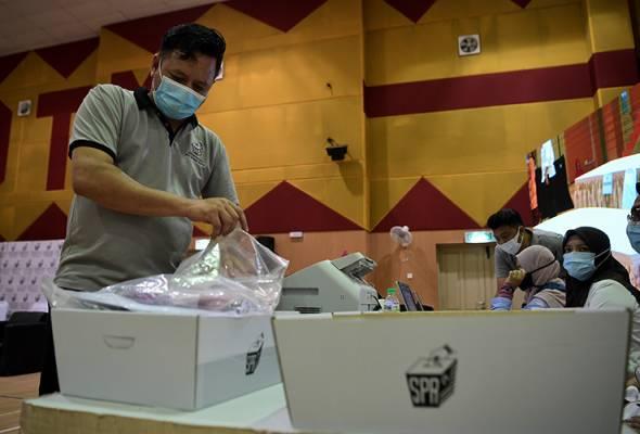 PRK DUN Slim diadakan berikutan kematian Mohd Khusairi, yang juga Ketua UMNO Bahagian Tanjung Malim pada 15 Julai lalu.   Astro Awani