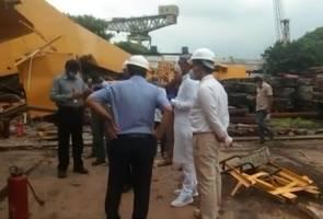 Kren runtuh di pelabuhan India, 11 maut