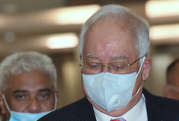 On June 12, Najib filed an application to recuse Sri Ram, supported by two affidavits, filed by Najib and former Attorney-General, Tan Sri Mohamed Apandi Ali. - FILEpic | Astro Awani