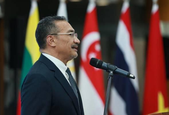 Datuk Seri Hishammuddin Tun Hussein mengingatkan mereka yang ghairah mewujudkan parti politik baharu untuk memikirkan masa depan negara. - Team media H20 | Astro Awani