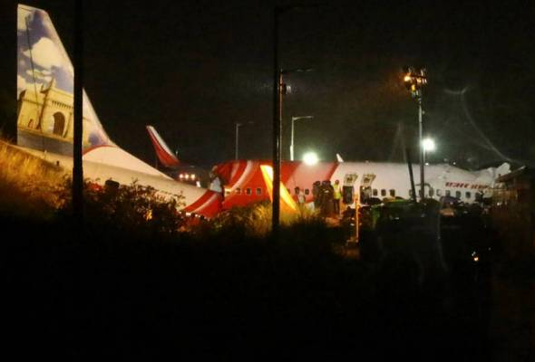 Air India Express tergelincir, terbelah dua ketika mendarat, 17 terbunuh
