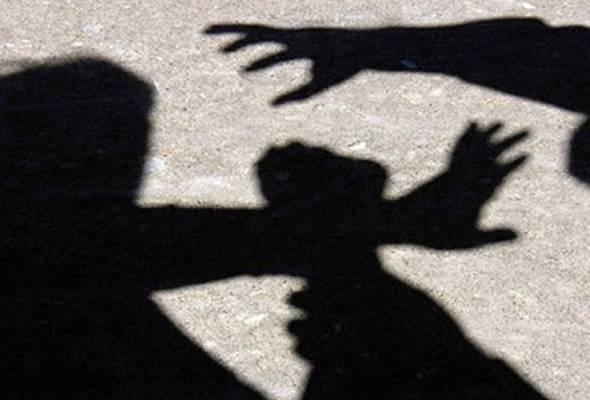 Tiga lelaki Pakistan, seorang Bangladesh didakwa rogol, cabul kanak-kanak dilacurkan bapa