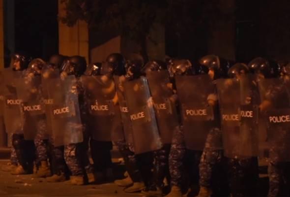 Polis Lubnan lepaskan gas pemedih mata lerai tunjuk perasaan