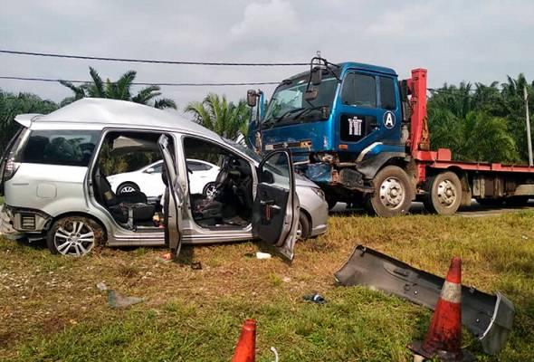 Three family members en route to wedding killed in Bentong road crash