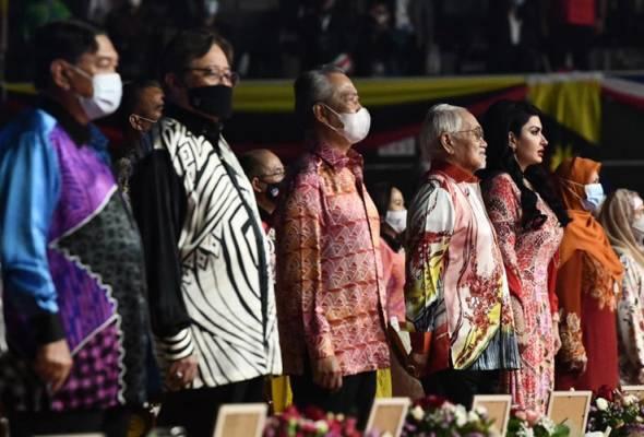 Sarawak dan Sabah hanya mahu hak dikembalikan - Abang Johari
