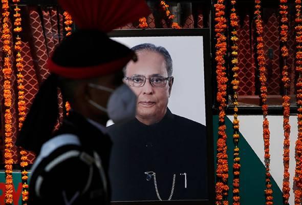 Perjalanan terakhir bekas presiden India Pranab Mukherjee diberi penghormatan ketenteraan