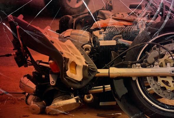 Mekanik maut dirempuh tayar treler tercabut