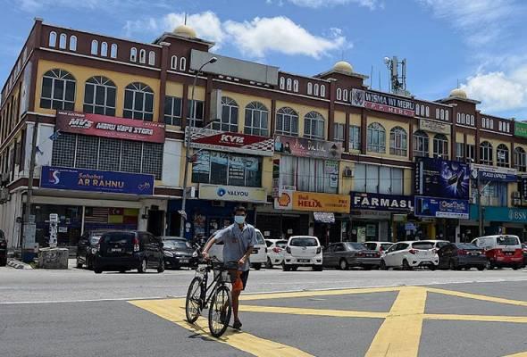 PKPB Klang: Sektor ekonomi beroperasi seperti biasa dengan SOP ketat - Azmin