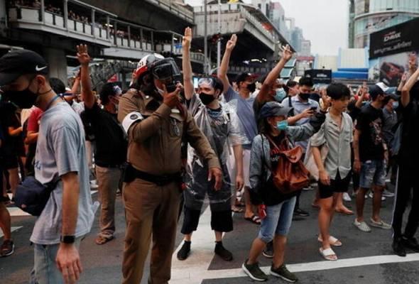 Polis Thailand siasat empat media berhubung liputan tunjuk perasaan di Bangkok