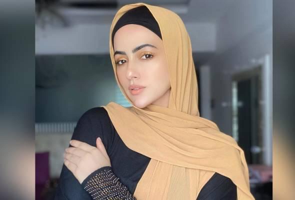 Semoga Allah terima taubat saya - Pelakon Bollywood Sana Khan umum tinggalkan dunia hiburan