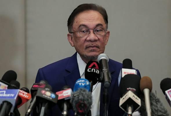 Sebar nama 121 Ahli Parlimen, Anwar Ibrahim dipanggil ke Bukit Aman