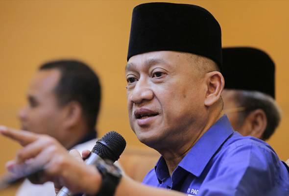Nazri kritik Zahid 'kurang sifat kepimpinan', label menteri UMNO 'pengecut'